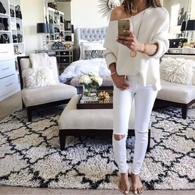 This white ripped jean is so perfect!