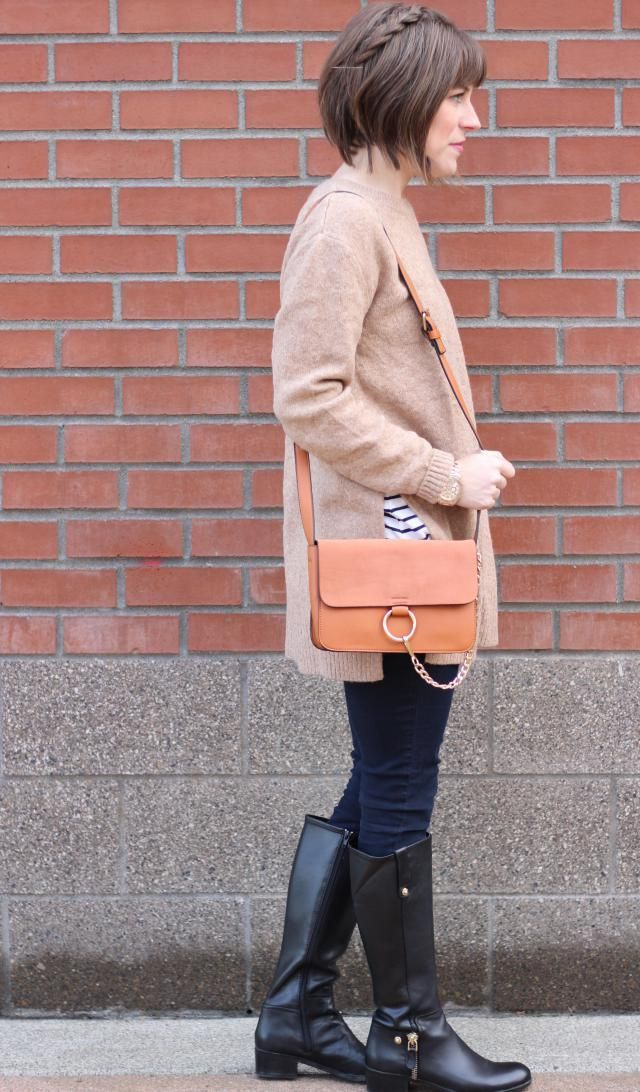 This shoulder strap ring purse is perfect for a casual day look, or even a night on the town. The camel color will go w…