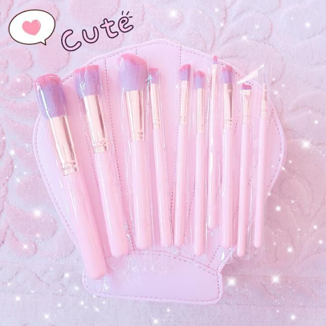 Pink brushes! So cute :)