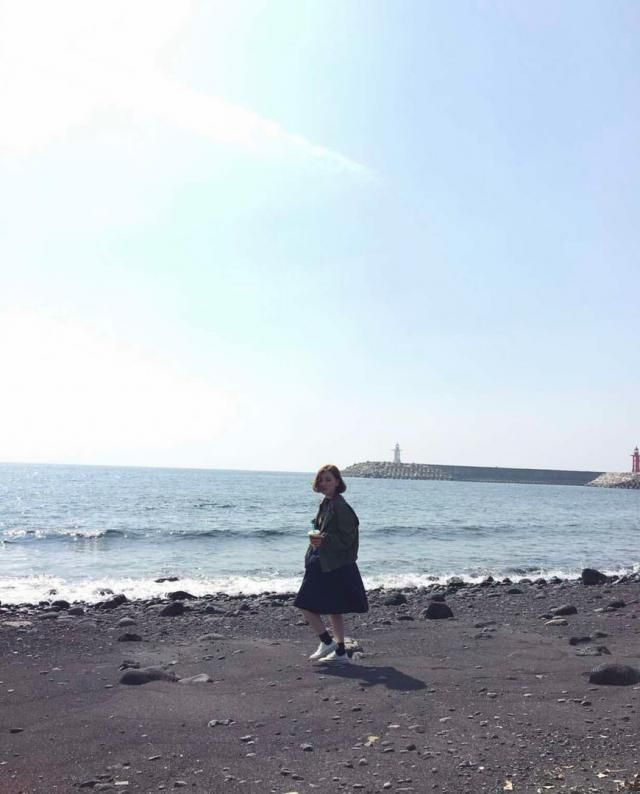 Every summer I travel to the sea.