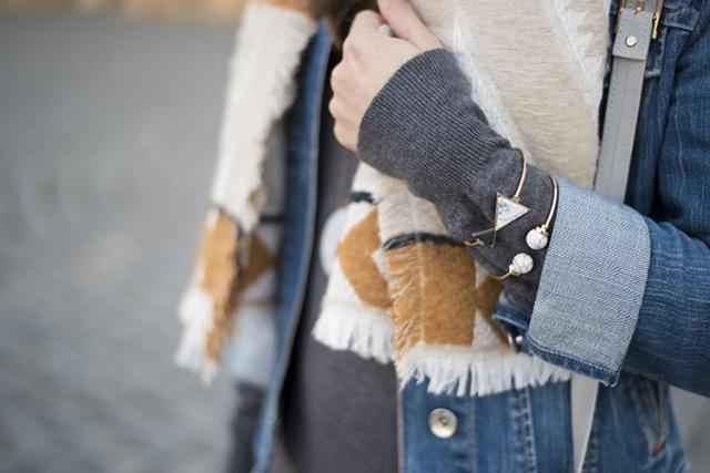 Cozy geometric print scarf and marble stone bracelets http://www.mihaskinnybuddha.com/2017/02/fair-weather-friends.htm…