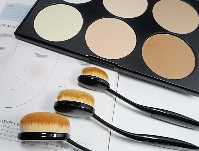 Strobing and contouring with essential brushes