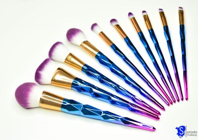 Wonderful, very soft and practical brushes. Just look at them! The colours are stunning <3