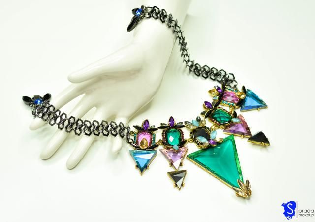 Geometrical, bold and heavy necklace