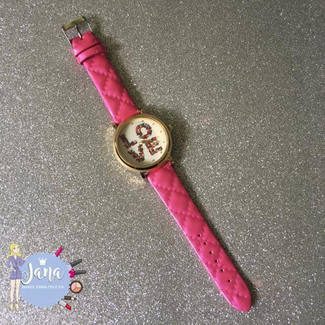 Relógio lindo estou usando muito acessório maravilhoso.