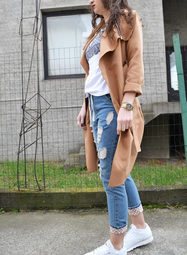 Perfect camel coat, with a simple outfit. You can add accessories