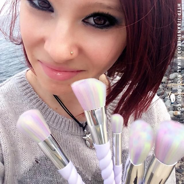 Today I show you my unicorn brushes .. love them. And we talk about my recent purchases on Zaful. Come and read: http:/…
