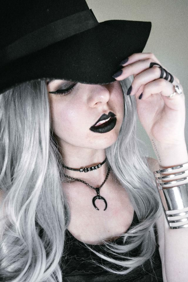 This necklace is perfect for a witchy look