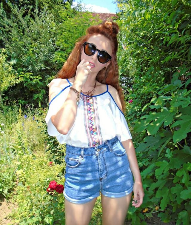 I think this is a cool festival look. High waisted jeans and a summer blouse, love this combination, wear it r…