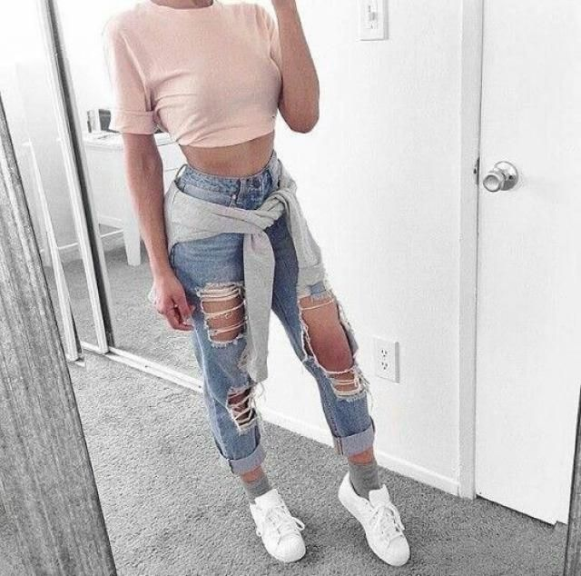 One of my favorite colors for spring is light pink, I usually wear it with jeans or white jeans, a must!
