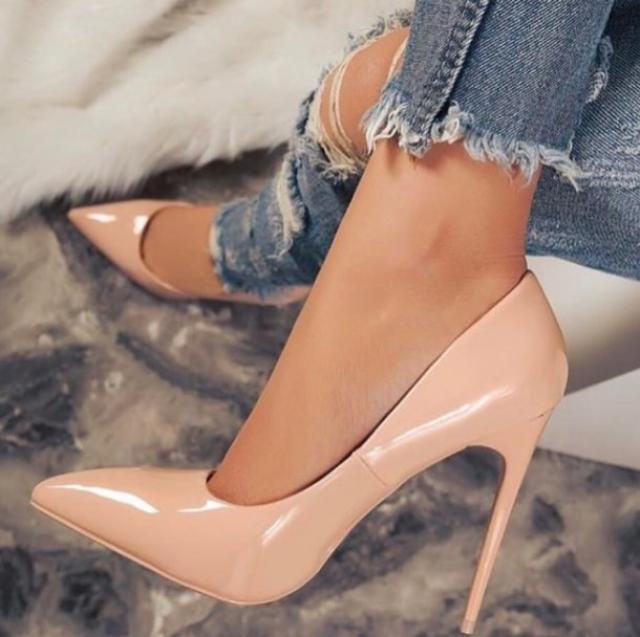 heels are capable to spice things up in every outfit, even in the most simple ones, like jeans, I love them! and you? ♥…