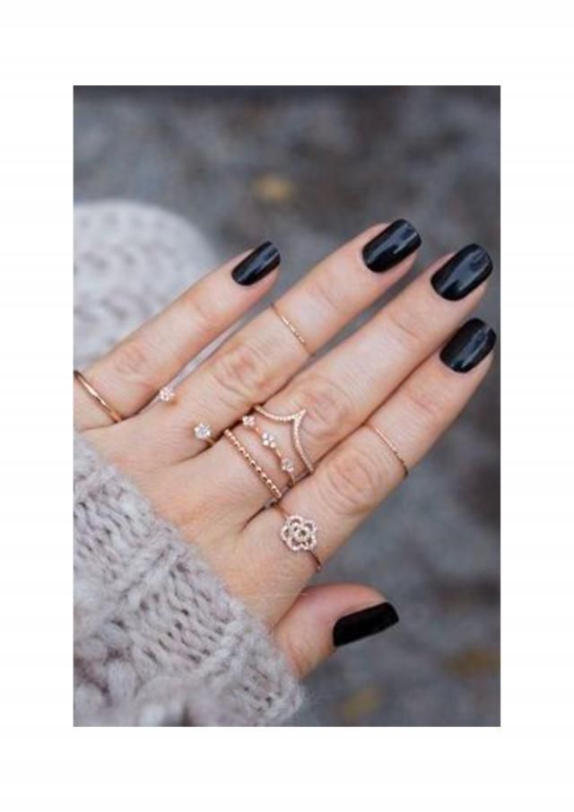 simple black mani with golden rings, very classy ♥