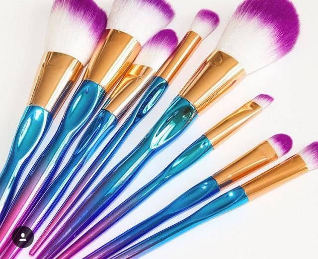 Love these mermaid approved makeup brushes!
