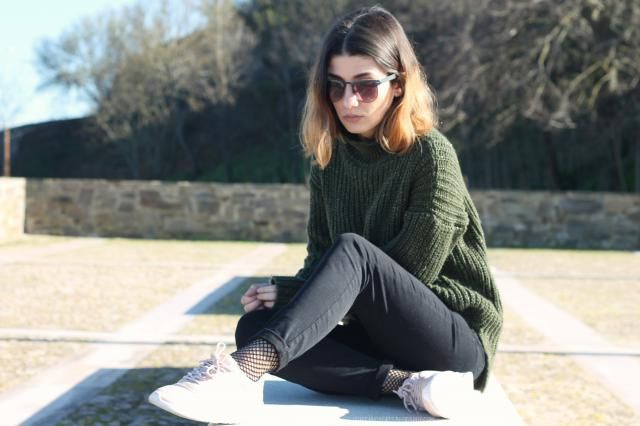 http://thefancycats.blogspot.pt/2017/02/outfit-green-mock-turtleneck.html