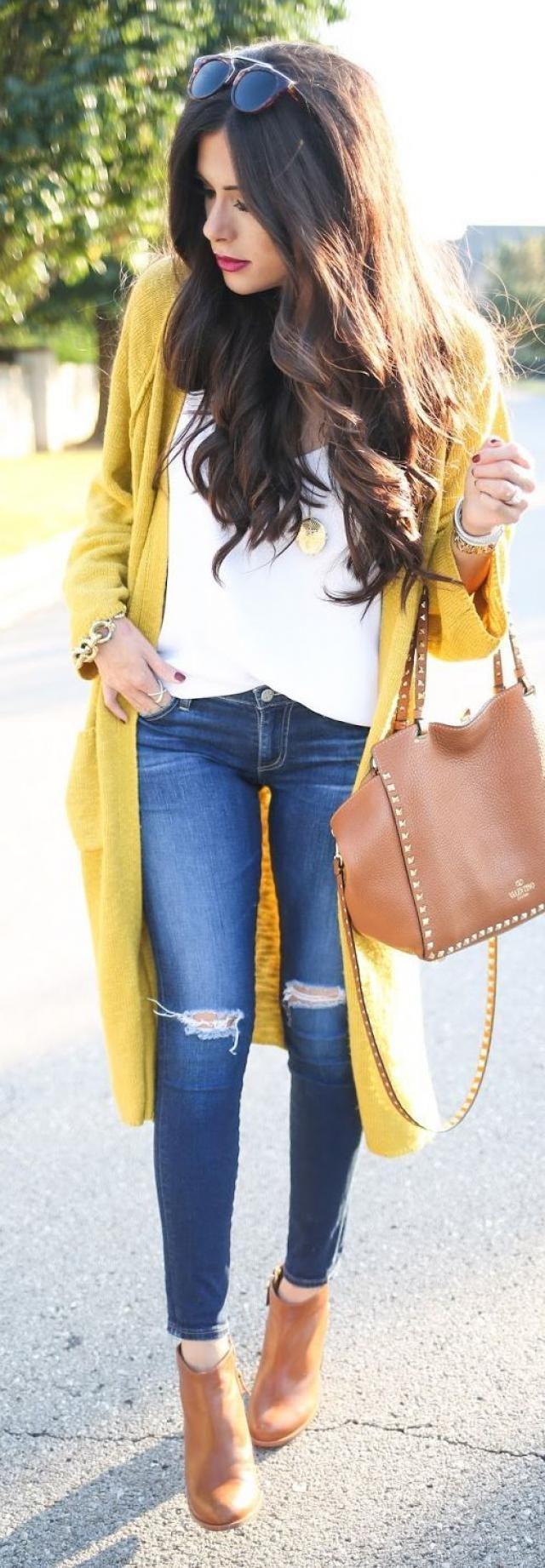 Long yellow sweater, good choice !!