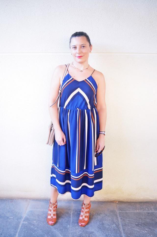 http://mivestidoazul.com/looks/vestido-midi-de-rayas/