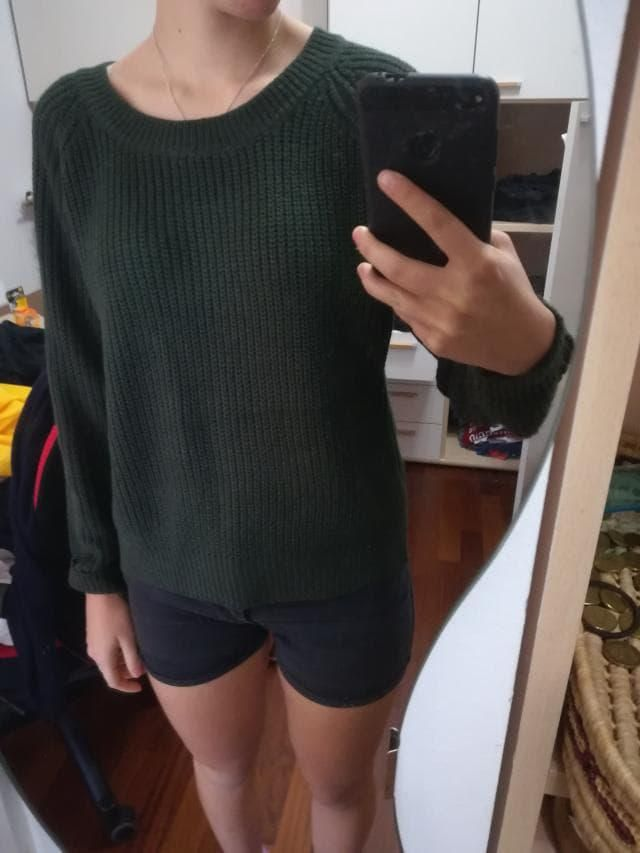 Sweater in green and red, warm color perfect for winter
