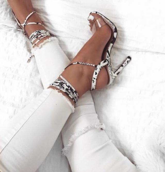 White pants are so stylish!