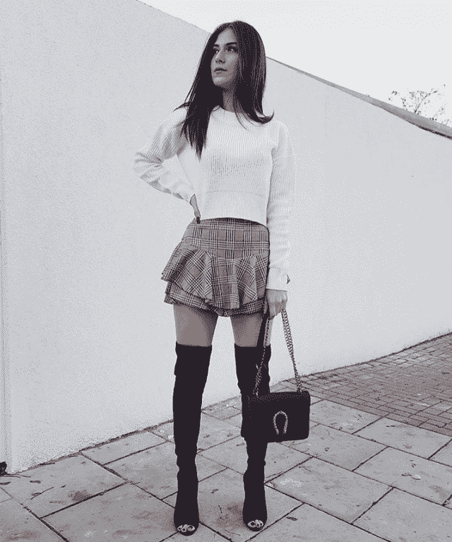 Skirt and cool black boots for woman