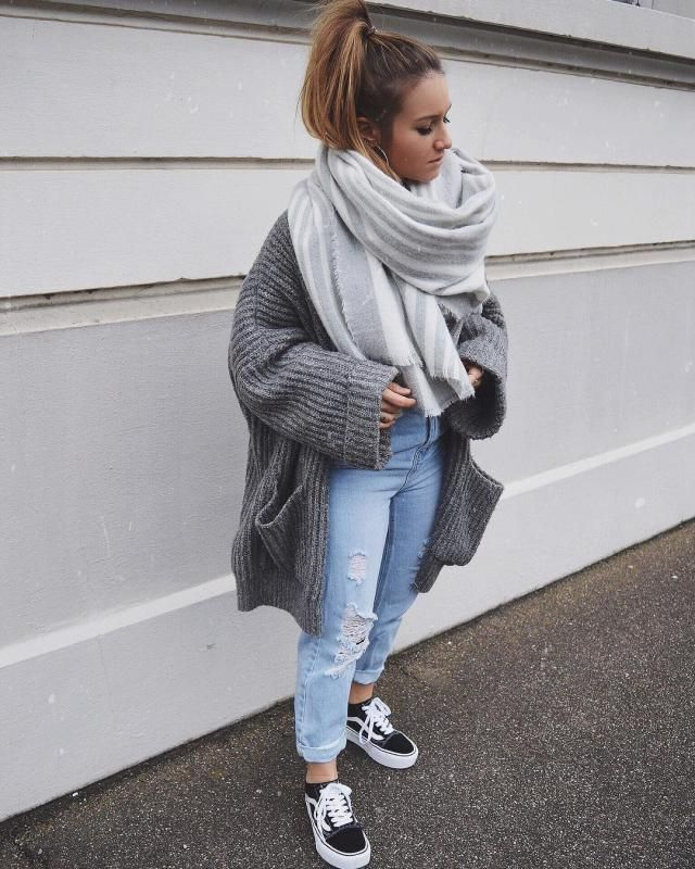 keep yourself warm with this beautiful cardigan look so comfy