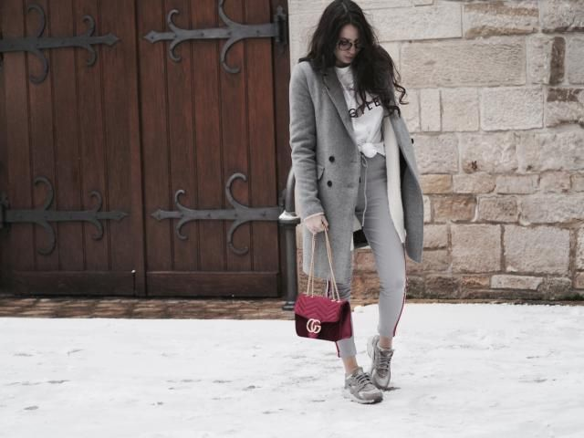 Sporty in winter? YES is the answer. Absolutely loving the sporty trousers trend and can't get enough of it what about …