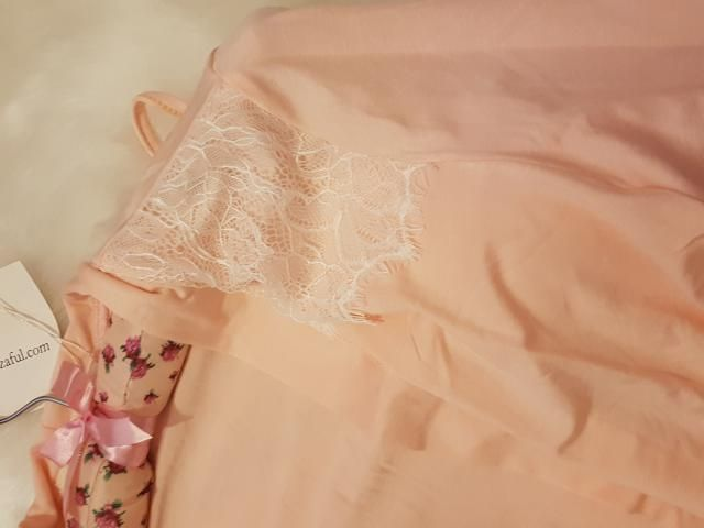 Details of the sleep dress.