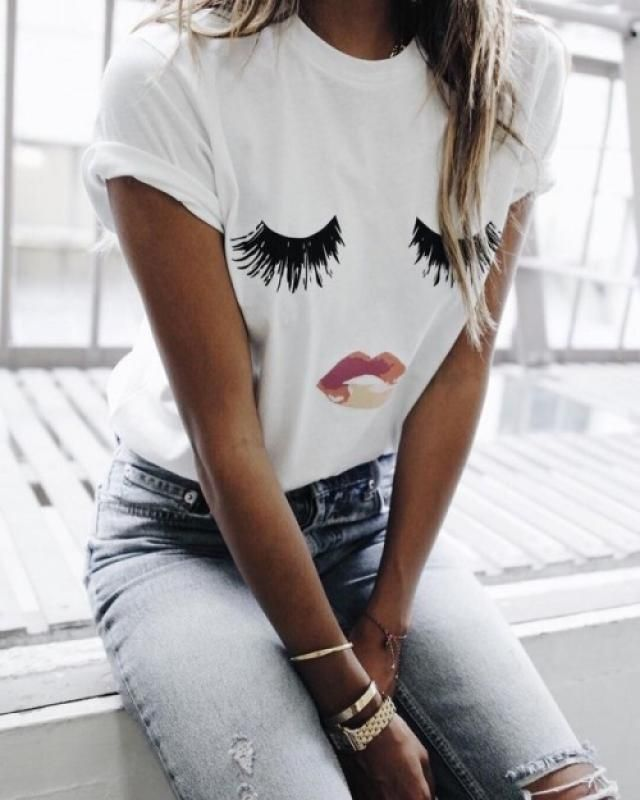 White Tee and Jeans. It's every girls' comfortzone.