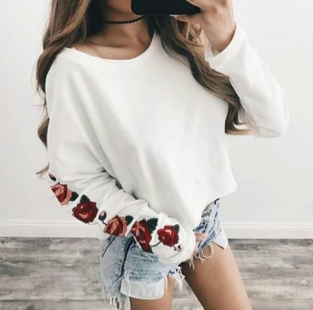 I'm on love with this white sweatshirt with this flower embroidery that is so fashionable!!♥