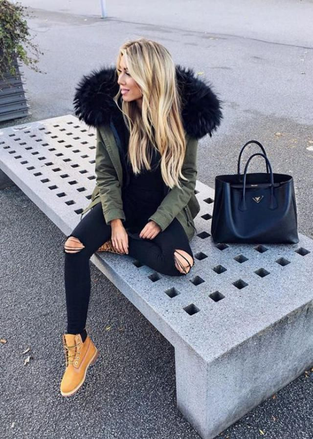 Pair your furry green coat with distressed denim jeans for a gorgeous street look