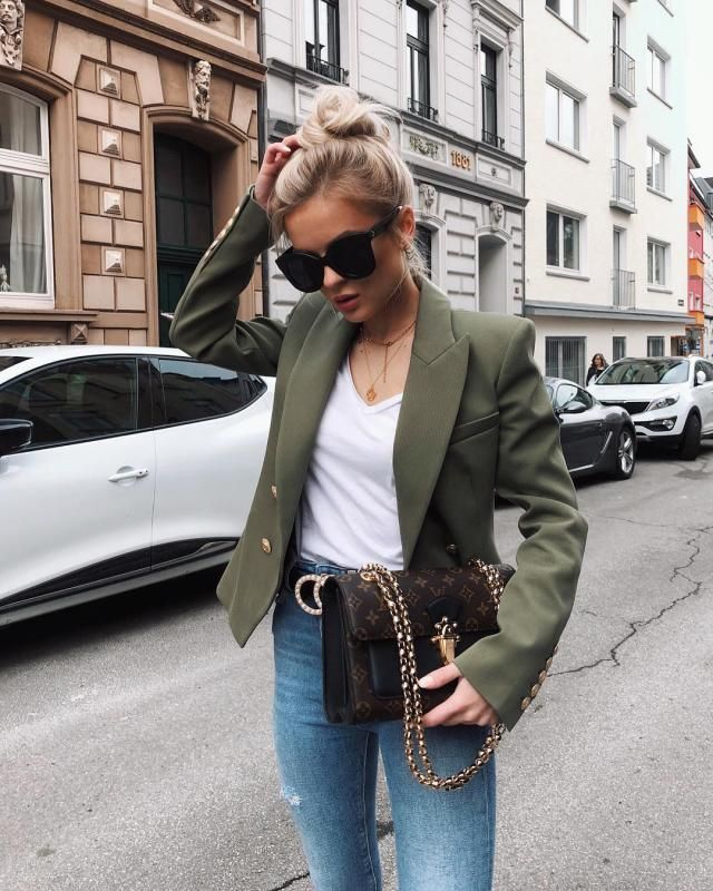 I love this blazer look so chic