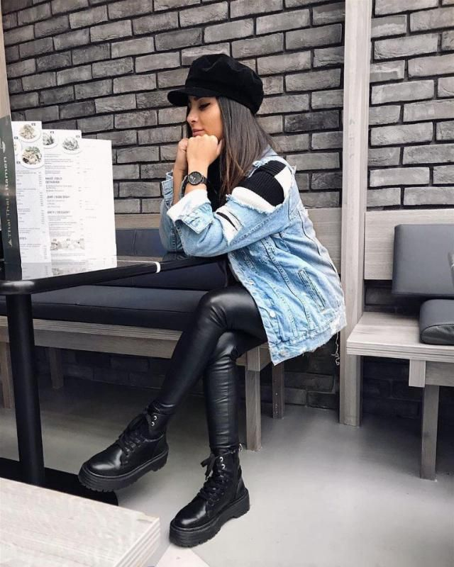 I love how she mix denim with leather it's look pretty and comfy