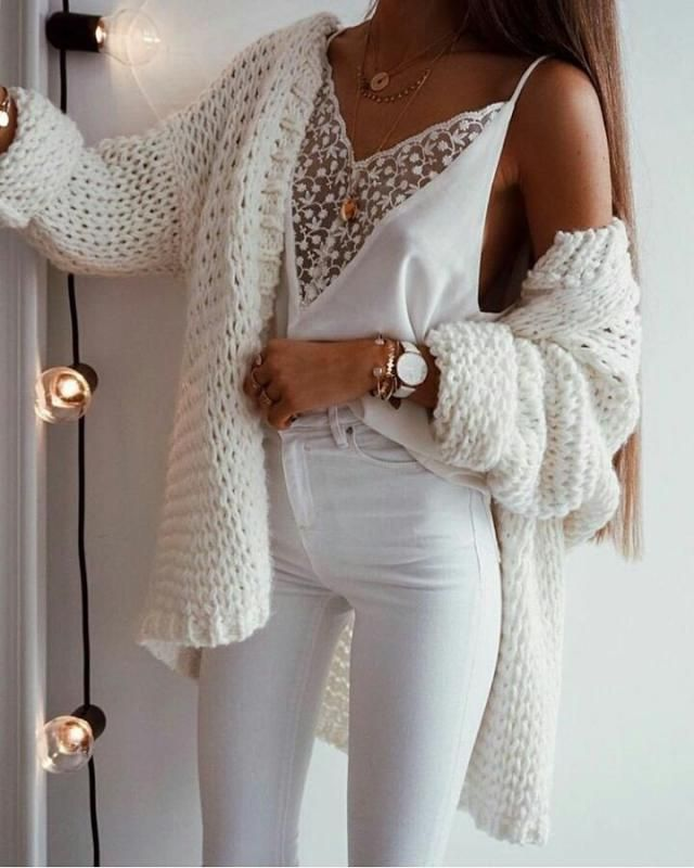 I love this white outfit look so cute and feminine