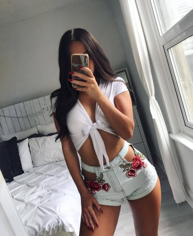 White floral shorts that has a gorg cutout, this is different!
