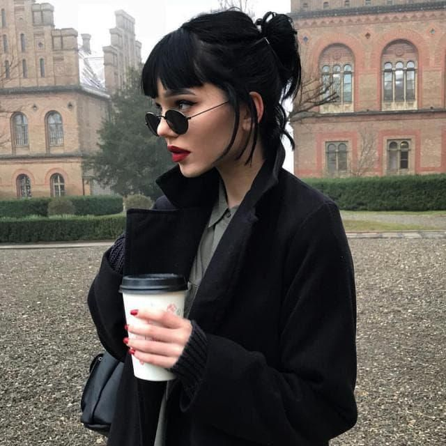 black coffie and black outfit is perfect match