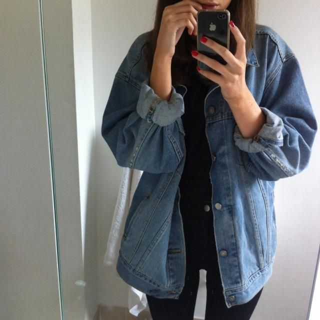 I love taking mirror selfie to show my outfit, yas or nah?