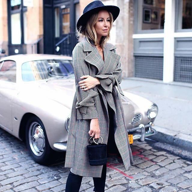 Love how this outfit is simple and chic