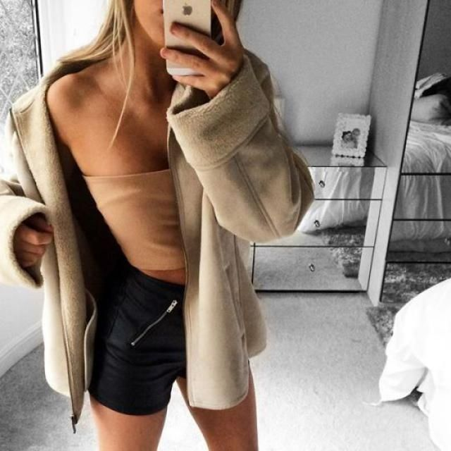 What do you think of this outfit with earth colors? It's perfect for spring and summer! Coat + crop top + black leather…
