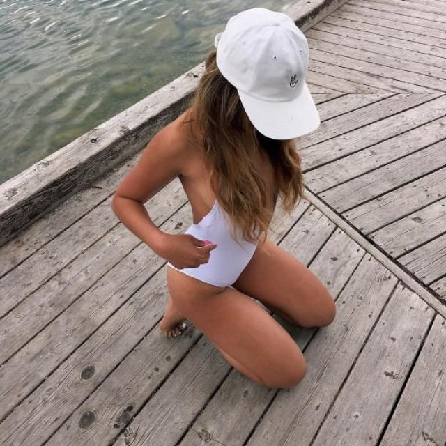 May summer not grip you without outfit! Have the best one-piece swimsuit and a hat that protects you from the sun and b…