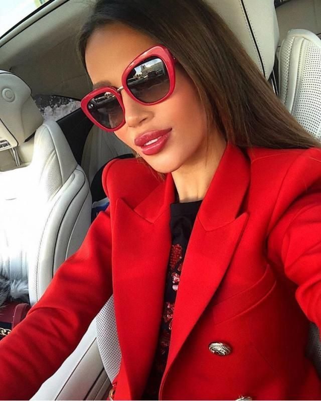 Everything needs a little depth to shine through so put your red blazer and don't forget those red sunglasses