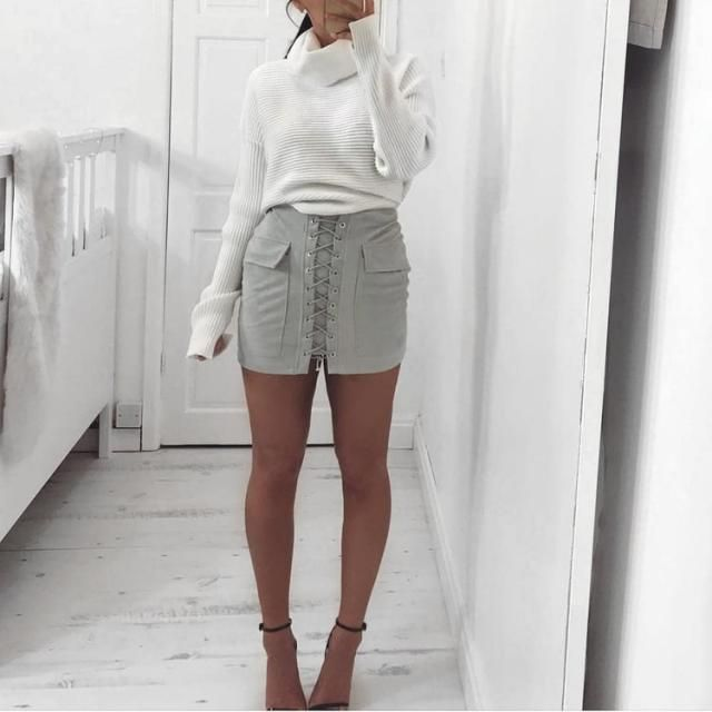 Classy look love the skirt, what do you think about it?
