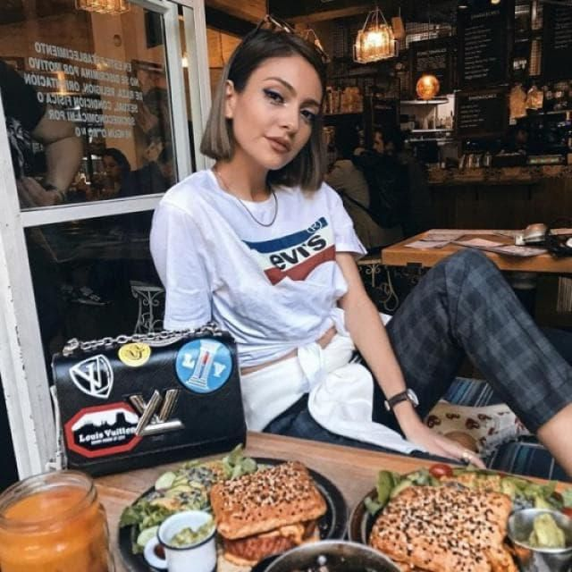 Get the same pants as the mexican blogger Anna Sarelly and look like a a famous fashion blogger and share this look wit…