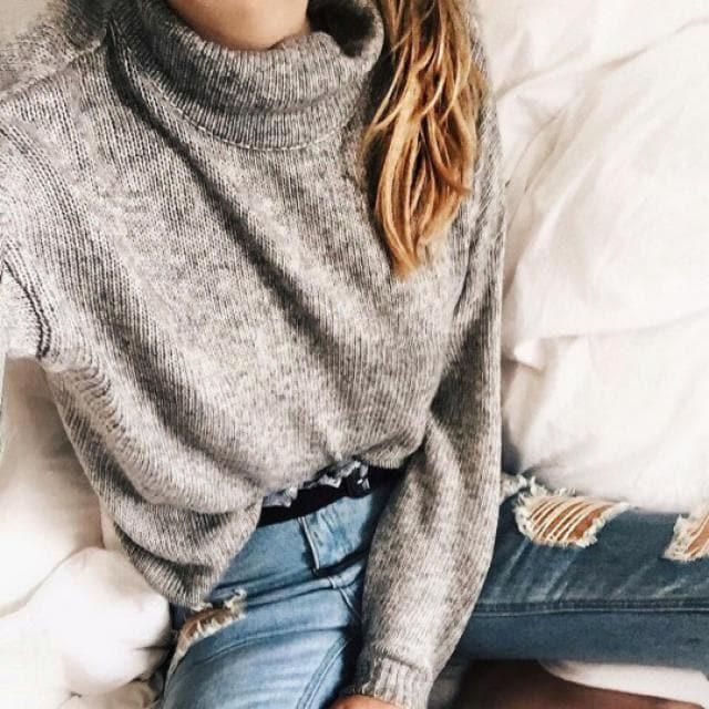 I'm so obsessed with gray sweaters!! the are perfect for winter!♥ this one it's very warm and soft for a cold season!!♥…
