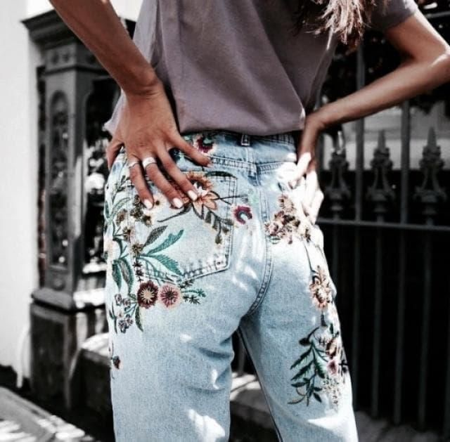 I'm a denim lover and i definitely in love with this embroidered denim jean!! it's so perfect, fashionable and sooo tum…