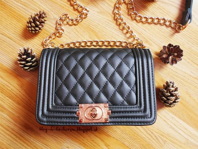 I chose it in a pretty elegant black colour with a nice and contrasting golden chain. The bag may seem to be a bit bigg…