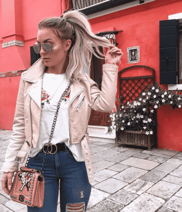 OMG! this pink jacket it's the most beautiful thing you gonna see today!!♥ excellent qualiti and it's perfect for winte…