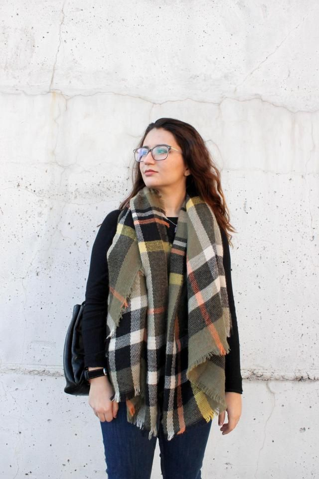 The winter is not gone yet... Cozy scarfs are my best friends! 
