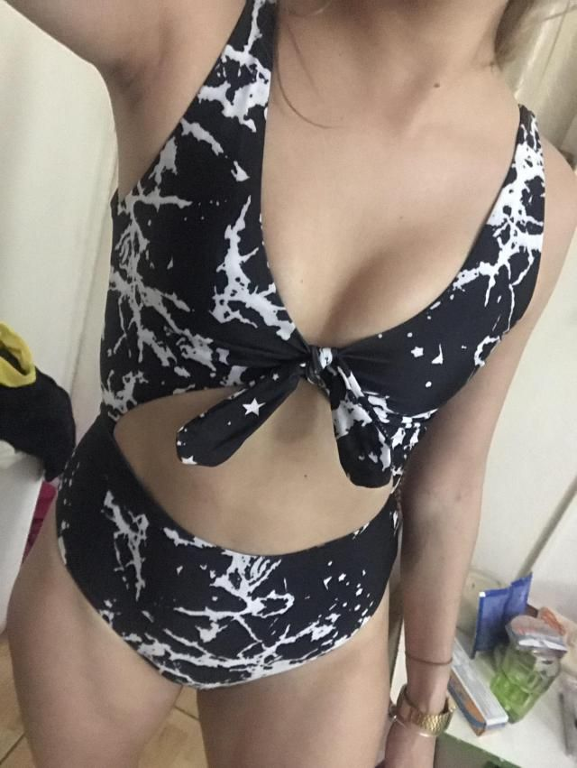 veeery good quality, i love that is reversible. Its not showy,  it covers a lot