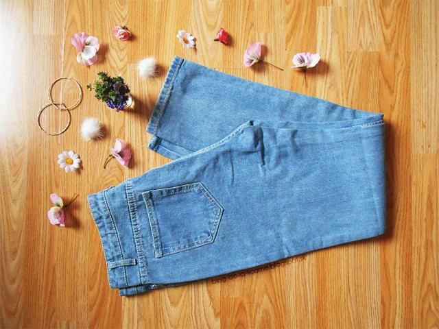 I wanted them to look like the boyfriend jeans since I didn´t have any like these in my collection and I also love the …