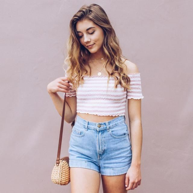 This is the easy way to style your denim shorts it's comfy and cute