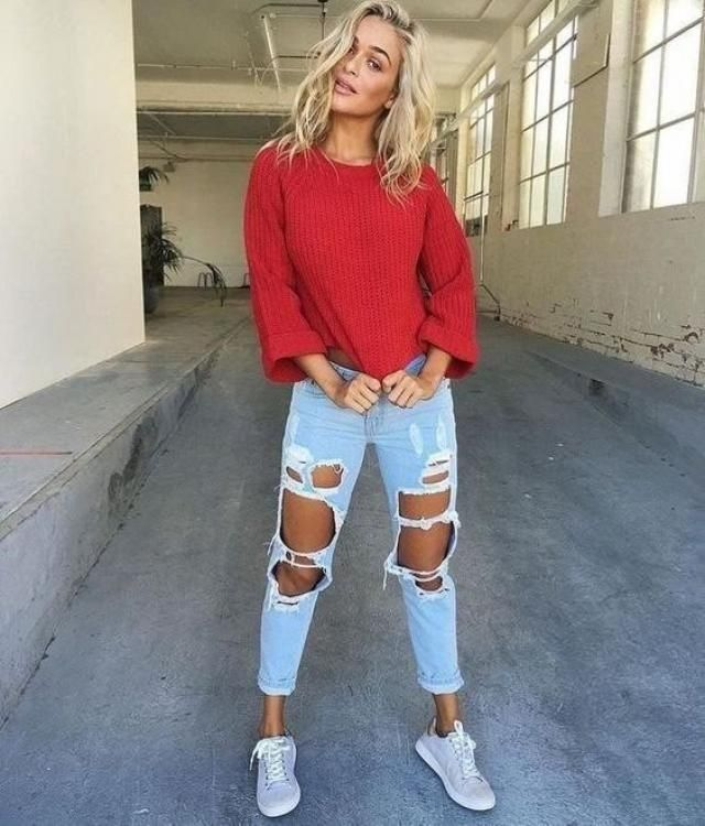 Love this casual comfy outfit, ripped jeans can make anything look stylish
